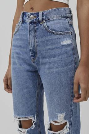 Pull & Bear Kadın Orta Mavi Bacakları Distressed Mom Jean 4