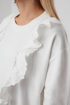 TRENDYOLMİLLA Ekru Fırfır Detaylı Basic Örme Sweatshirt TWOSS20SW0144 2