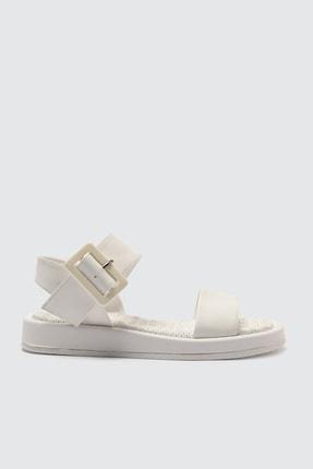 Trendyol Shoes Beyaz Kalın Tabanlı Tokalı Kadın Sandalet TAKSS21SD0032 1