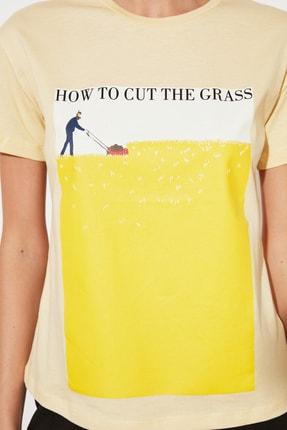 TRENDYOLMİLLA Sarı Semifitted Örme T-Shirt TWOSS21TS2708 2