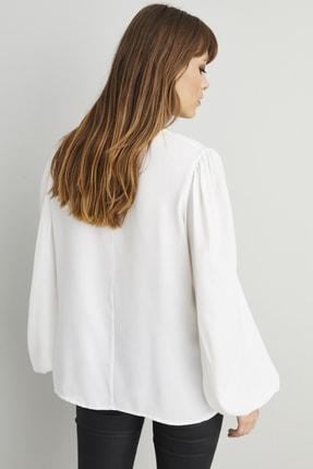 Cool & Sexy Kadın Beyaz Zincir Aksesuarlı Dokuma Bluz BK1069 1