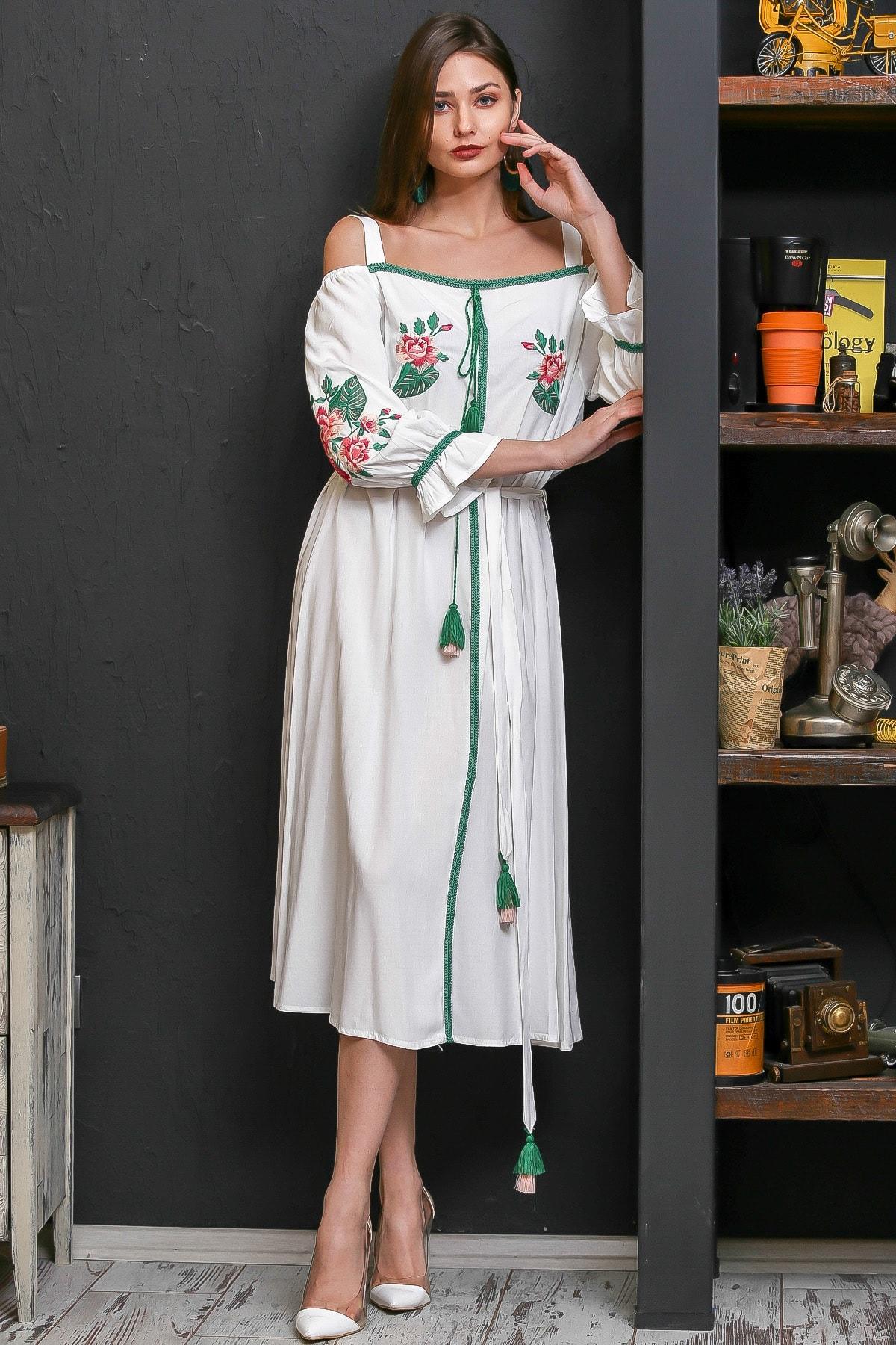 Chiccy Kadın Beyaz Carmen Yaka Gül Nakışlı Şeritli Püsküllü Kuşaklı Askılı Dokuma Elbise M10160000EL95875 2