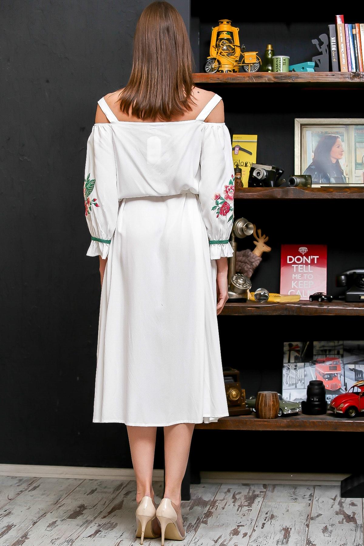 Chiccy Kadın Beyaz Carmen Yaka Gül Nakışlı Şeritli Püsküllü Kuşaklı Askılı Dokuma Elbise M10160000EL95875 4