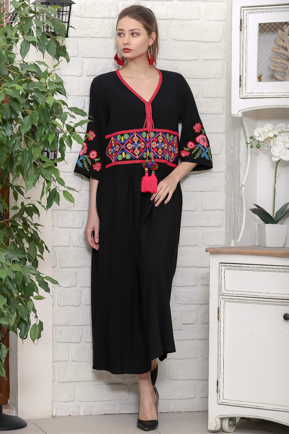 Chiccy Kadın Siyah Beli Ve Kolları Nakışlı Ponponlu Bağcıklı Salaş Dokuma Elbise M10160000EL95920 1
