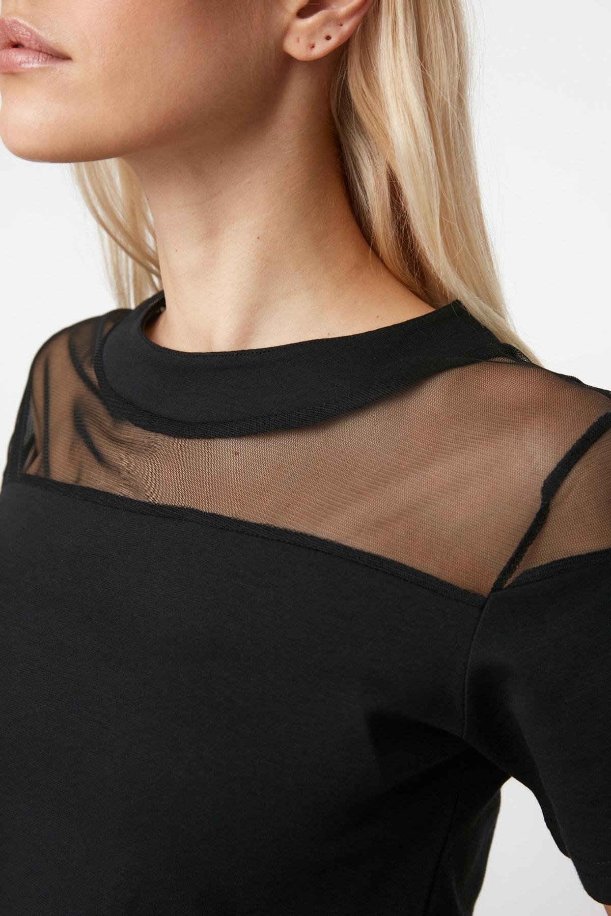 TRENDYOLMİLLA Siyah Transparan Detaylı Örme Bluz TWOSS20BZ0788
