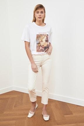 TRENDYOLMİLLA Beyaz Baskılı Boyfriend Örme T-Shirt TWOSS21TS0219 1