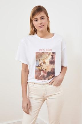 TRENDYOLMİLLA Beyaz Baskılı Boyfriend Örme T-Shirt TWOSS21TS0219 2