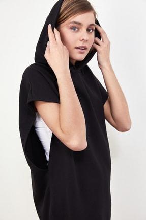 TRENDYOLMİLLA Siyah Kapüşonlu Örme Sweatshirt TWOSS21SW0203 1