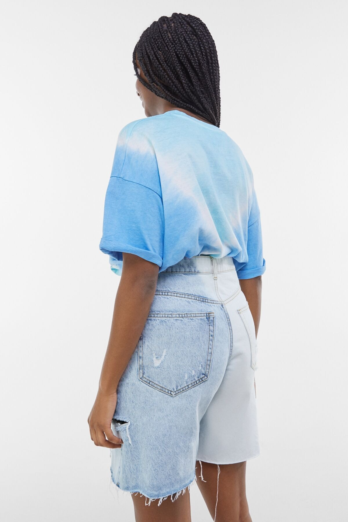 Bershka Kadın Açık Mavi Yanları Dikişli İki Renkli Denim Bermuda 02663534 1