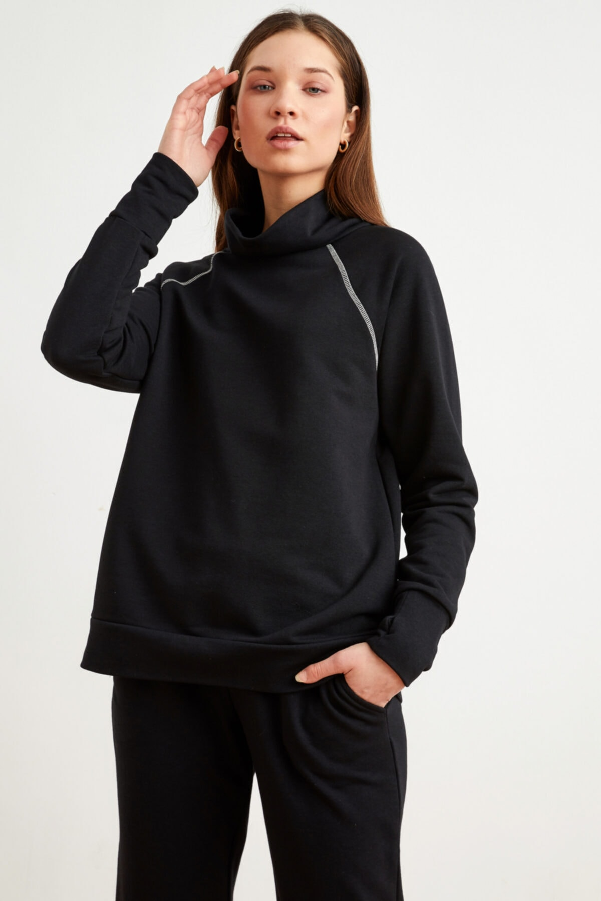 Kadın Siyah Bato Yaka Sweatshirt