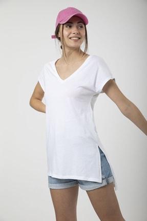 MD trend Kadın Beyaz V Yaka Yırtmaçlı Uzun Salaş T-shirt 0