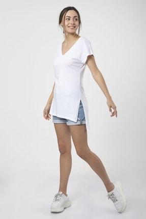 MD trend Kadın Beyaz V Yaka Yırtmaçlı Uzun Salaş T-shirt 1