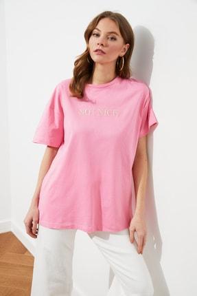 TRENDYOLMİLLA Pembe Nakışlı Boyfriend Örme T-Shirt TWOSS20TS0228 2