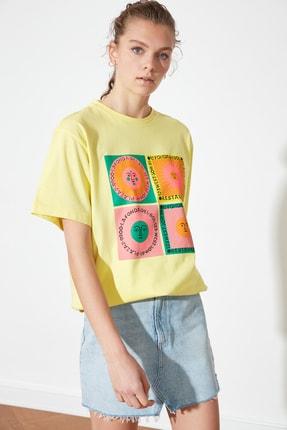 TRENDYOLMİLLA Sarı Baskılı Boyfriend Örme T-Shirt TWOSS21TS1851 3