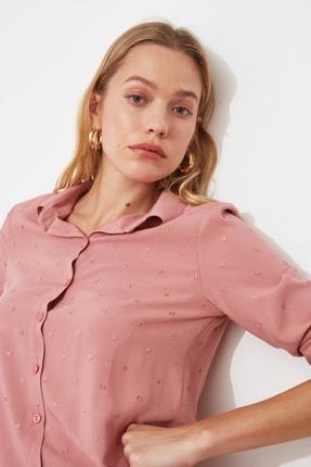 TRENDYOLMİLLA Gül Kurusu Basic Dokulu Kumaşlı Gömlek TWOSS20GO0241 1