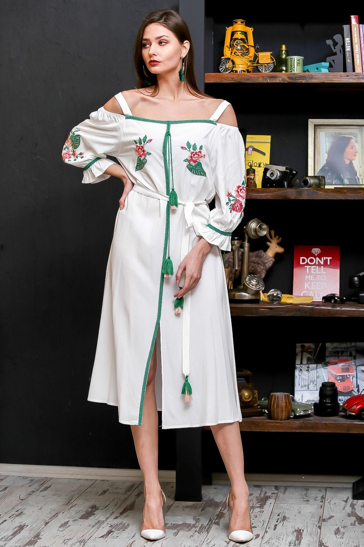 Chiccy Kadın Beyaz Carmen Yaka Gül Nakışlı Şeritli Püsküllü Kuşaklı Askılı Dokuma Elbise M10160000EL95875 1