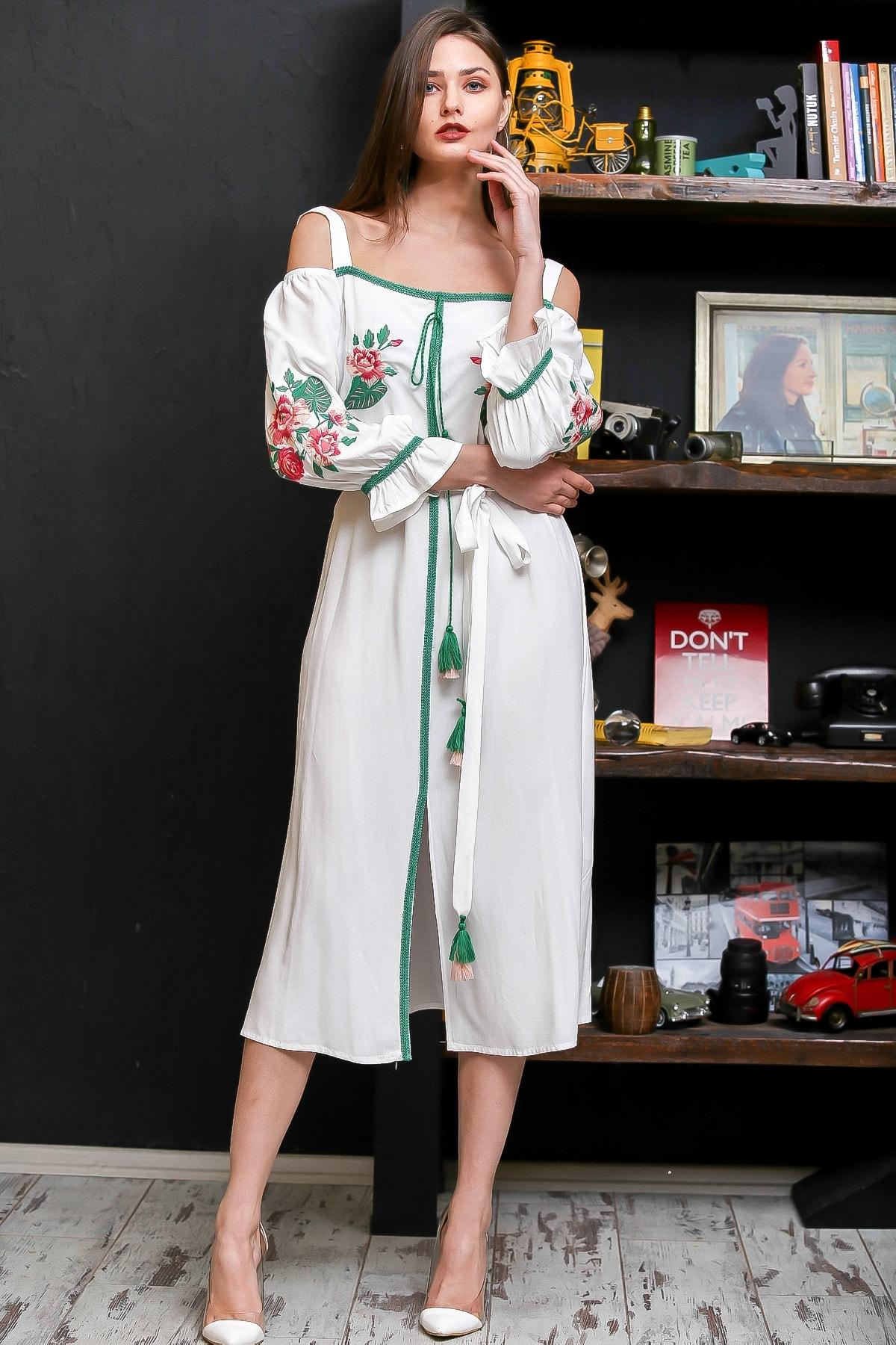 Chiccy Kadın Beyaz Carmen Yaka Gül Nakışlı Şeritli Püsküllü Kuşaklı Askılı Dokuma Elbise M10160000EL95875 3