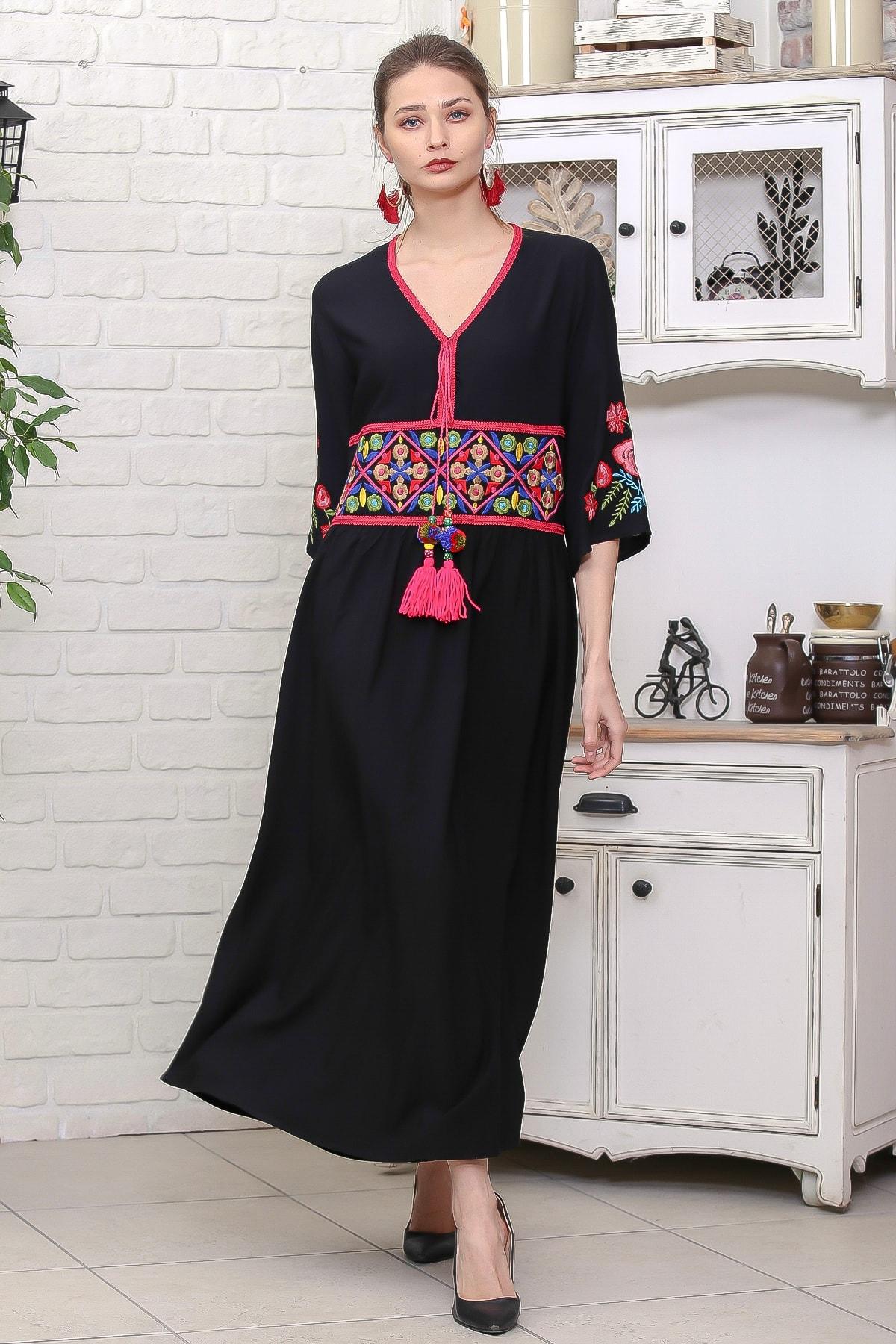 Chiccy Kadın Siyah Beli Ve Kolları Nakışlı Ponponlu Bağcıklı Salaş Dokuma Elbise M10160000EL95920 2