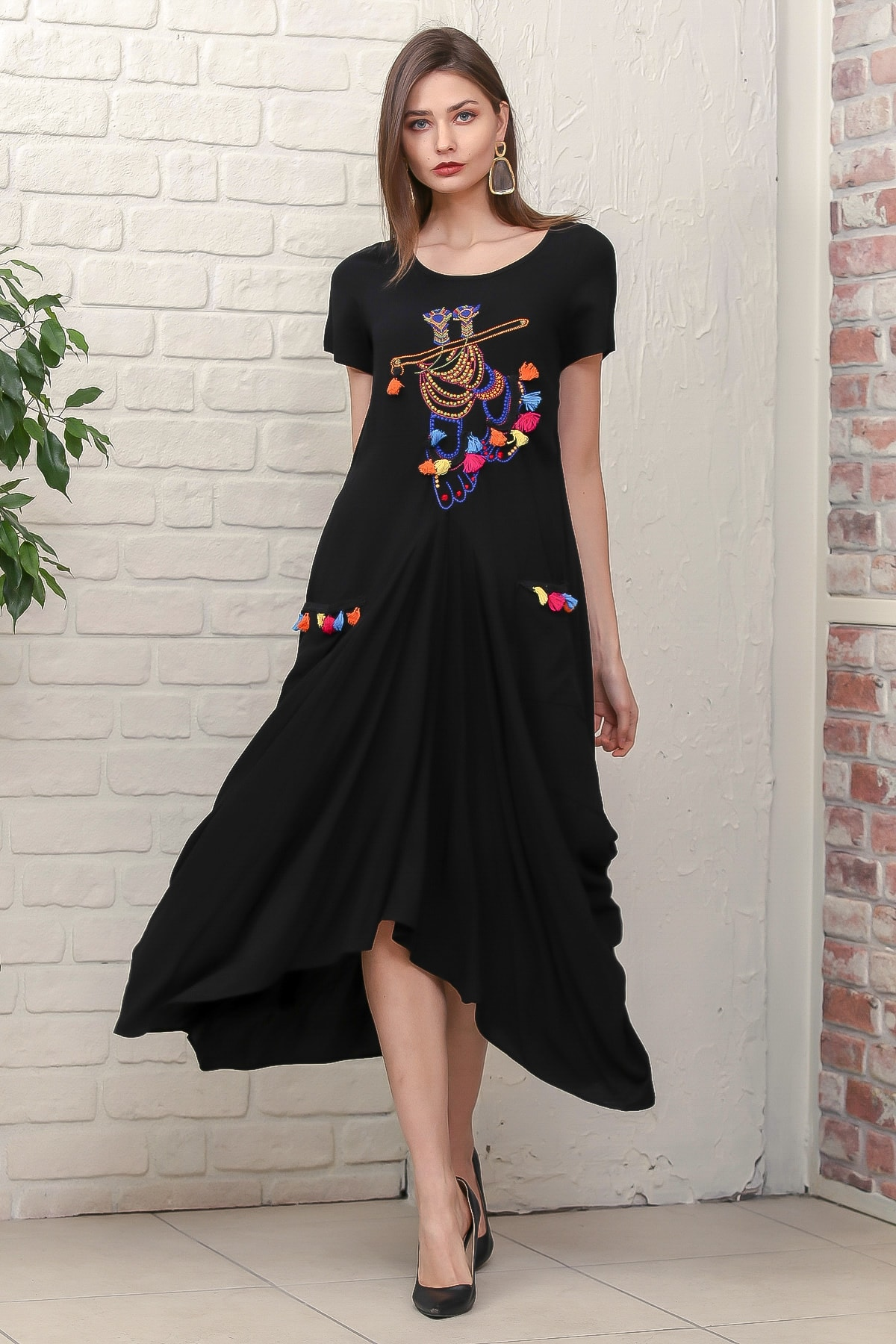 Chiccy Kadın Siyah Bohem Ayak Nakışlı Yarım Kollu Cepli Asimetrik Salaş Dokuma Elbise M10160000EL95884 2
