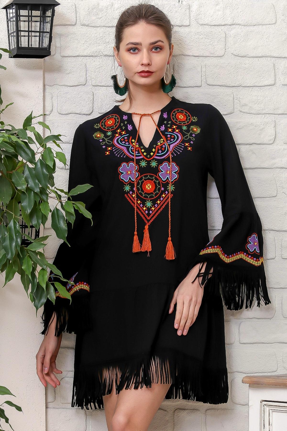 Kadın Siyah V Yaka Çiçek Nakış Detaylı Püskül Bağlamalı Saçaklı Dokuma Elbise M10160000EL95934