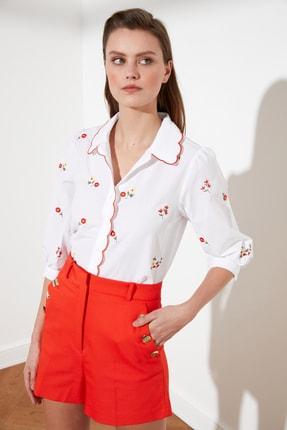 TRENDYOLMİLLA Ekru Çiçek Nakışlı Gömlek TWOSS21GO0269 1