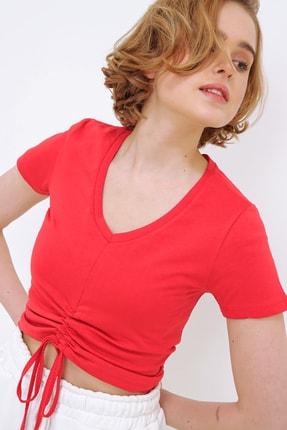 Trend Alaçatı Stili Kadın Kırmızı V Yaka Önü Büzgülü Crop T-Shirt ALC-X5785 2