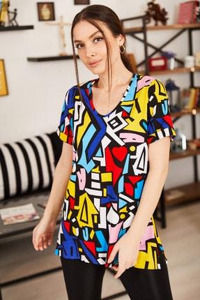 armonika Kadın Renkli Geometrik Desen V Yaka Yanı Yırtmaçlı T-Shirt ARM-21K001120 1