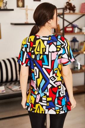 armonika Kadın Renkli Geometrik Desen V Yaka Yanı Yırtmaçlı T-Shirt ARM-21K001120 3
