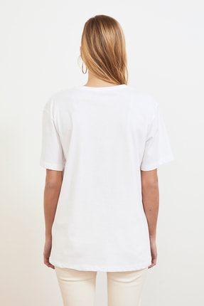 TRENDYOLMİLLA Beyaz Baskılı Boyfriend Örme T-Shirt TWOSS21TS0219 4