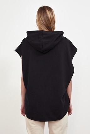 TRENDYOLMİLLA Siyah Kapüşonlu Örme Sweatshirt TWOSS21SW0203 4