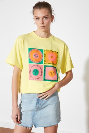TRENDYOLMİLLA Sarı Baskılı Boyfriend Örme T-Shirt TWOSS21TS1851 1