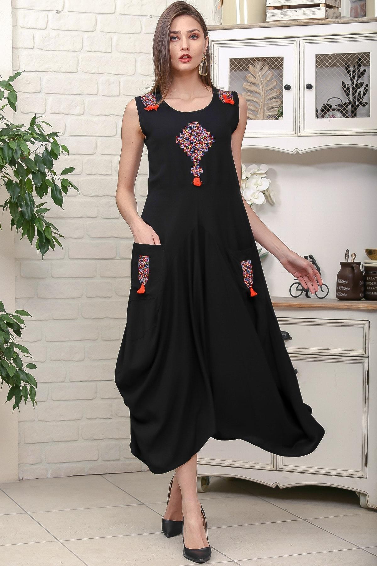 Chiccy Kadın Siyah Omuz Ve Ön Bedeni Tribal Nakışlı Cepli Asimetrik Salaş Dokuma Elbise M10160000EL95878 1