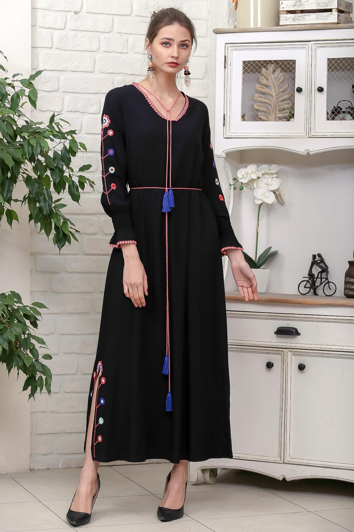 Chiccy Kadın Siyah Kol Ve Yırtmaçları Çiçek Nakışlı Püsküllü Bağcıklı Dokuma Uzun Elbise M10160000EL95942 1