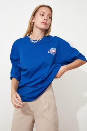 TRENDYOLMİLLA Saks Baskılı Oversize Örme T-Shirt TWOSS20TS0822 3