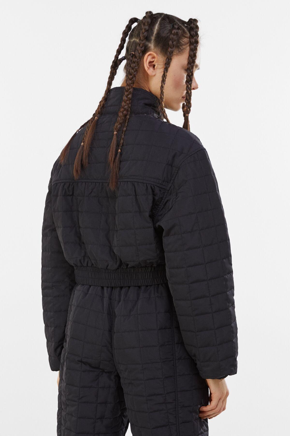 Bershka Kadın Siyah Crop Fit Kapitone Ceket 1