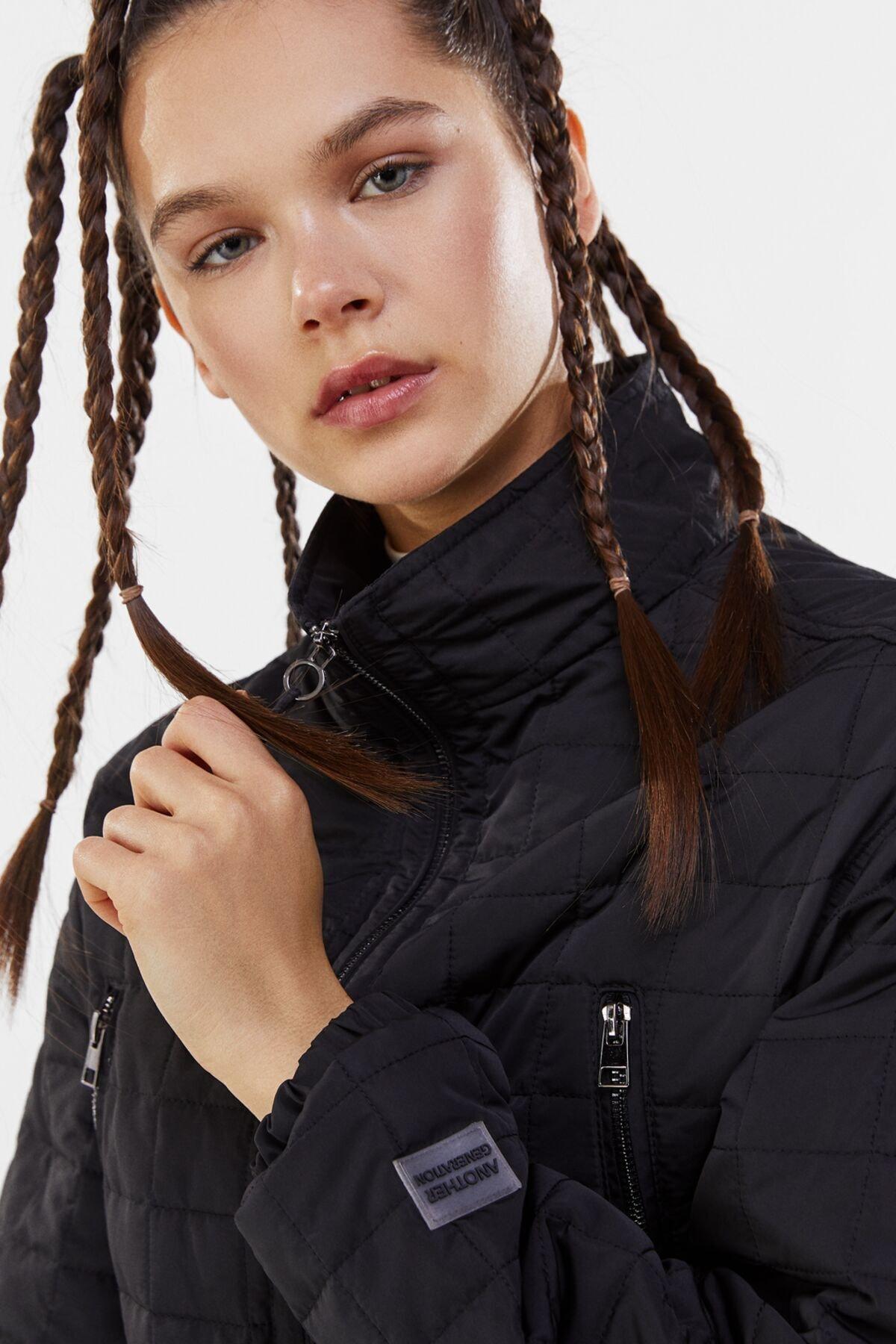 Bershka Kadın Siyah Crop Fit Kapitone Ceket 2