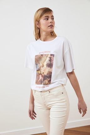 TRENDYOLMİLLA Beyaz Baskılı Boyfriend Örme T-Shirt TWOSS21TS0219 3