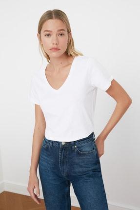 TRENDYOLMİLLA Beyaz V Yaka Basic %100 Pamuk  Örme T-Shirt TWOSS20TS0129 2