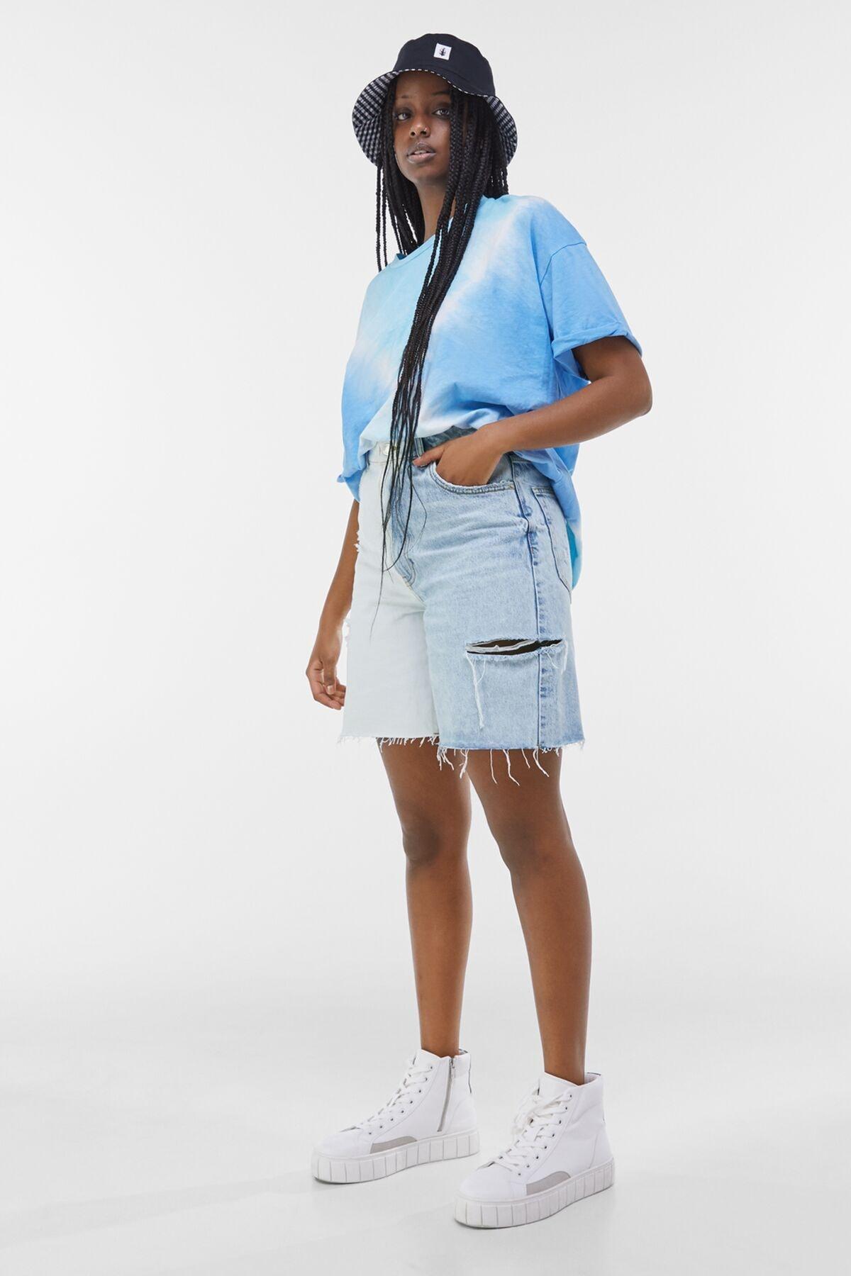 Bershka Kadın Açık Mavi Yanları Dikişli İki Renkli Denim Bermuda 02663534 3