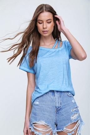 Trend Alaçatı Stili Kadın Mavi Askı Detaylı Yıkamalı T-Shirt MDA-1124 0