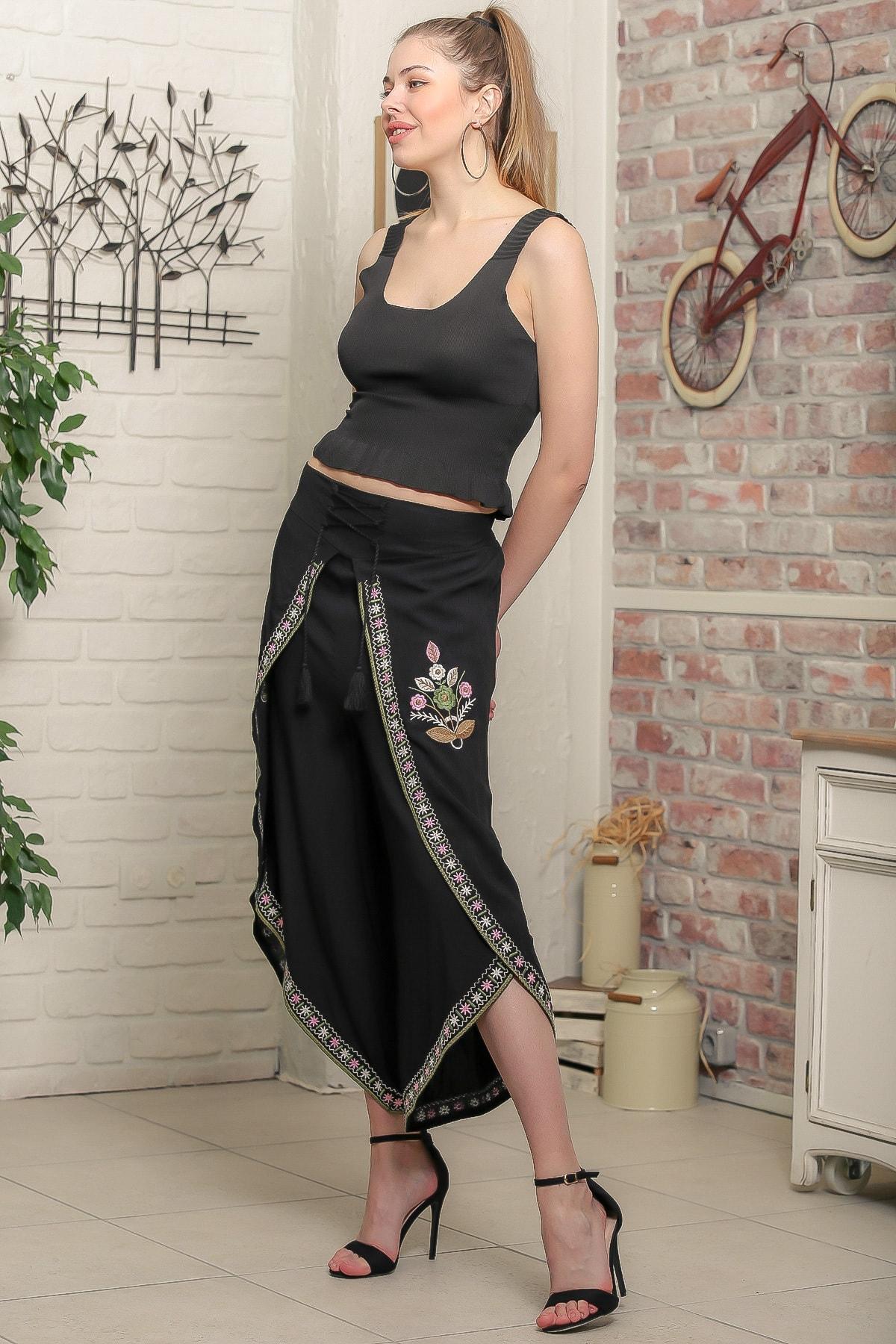 Chiccy Kadın Siyah Çiçek Nakışlı Bağlama İp Detaylı Zarf Pantolon M10060000PN98939 1