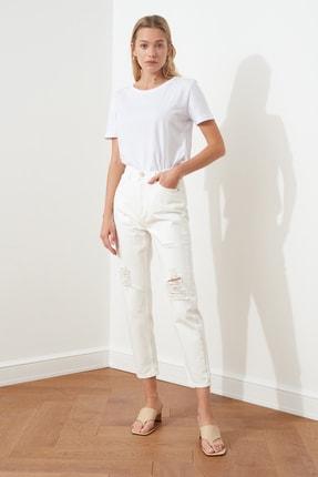 TRENDYOLMİLLA Beyaz Yırtık Detaylı Yüksek Bel Mom Jeans TWOSS20JE0437 0