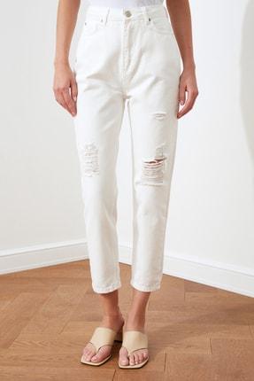 TRENDYOLMİLLA Beyaz Yırtık Detaylı Yüksek Bel Mom Jeans TWOSS20JE0437 2