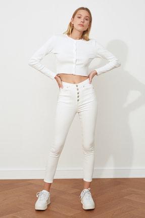 TRENDYOLMİLLA Beyaz Önden Düğmeli Yüksek Bel Skinny Jeans TWOSS20JE0443 1