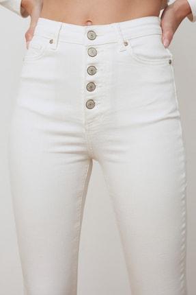 TRENDYOLMİLLA Beyaz Önden Düğmeli Yüksek Bel Skinny Jeans TWOSS20JE0443 3
