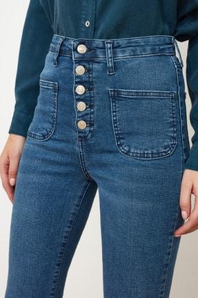 TRENDYOLMİLLA Mavi Cep Detaylı Önden Düğmeli Yüksek Bel Flare Jeans TWOAW21JE0111 4