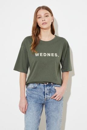 TRENDYOLMİLLA Açık Haki Baskılı Loose Örme T-Shirt TWOSS21TS0538 1