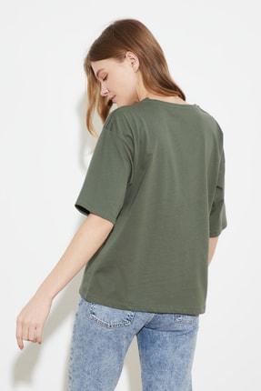 TRENDYOLMİLLA Açık Haki Baskılı Loose Örme T-Shirt TWOSS21TS0538 4