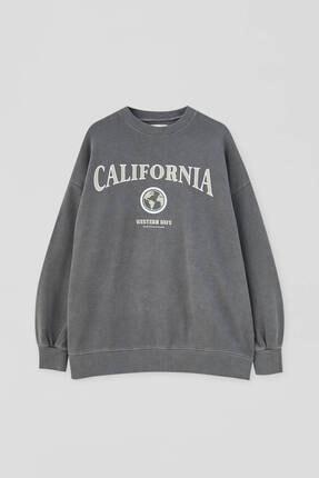 Pull & Bear Kadın Kolej Logolu Sweatshirt 4