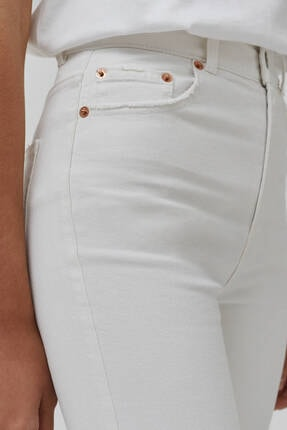 Pull & Bear Kadın Beyaz Süper Yüksek Bel Slim Fit Mom Jeans 2